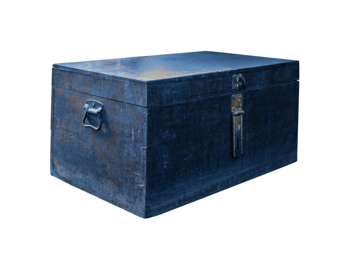 As a 3-year-old, I see myself on my knees in the hallway of my grandparents' house and play with my grandfathers's blue-grey wooden toolbox.